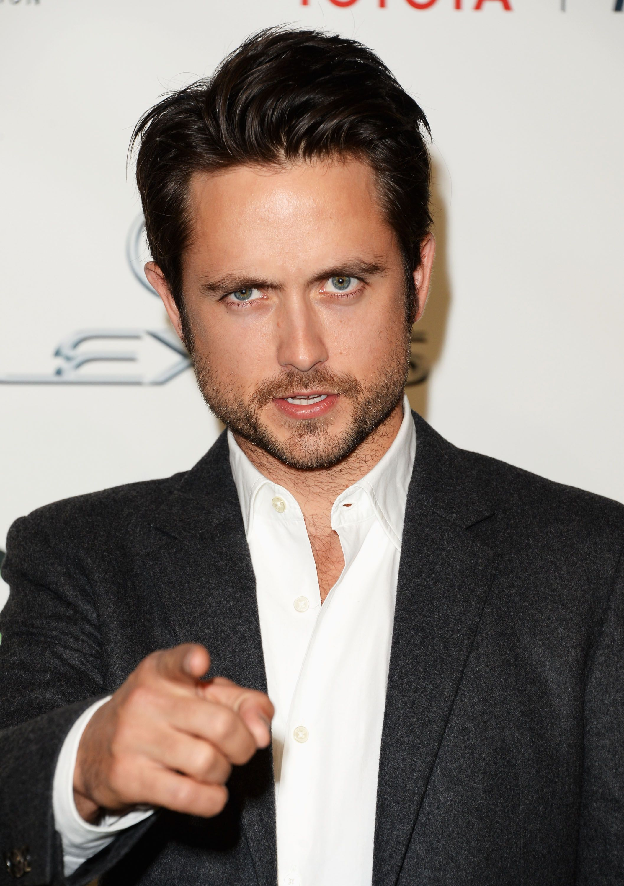 Justin Chatwin feel the victim of Emmy's prank / Getty Images