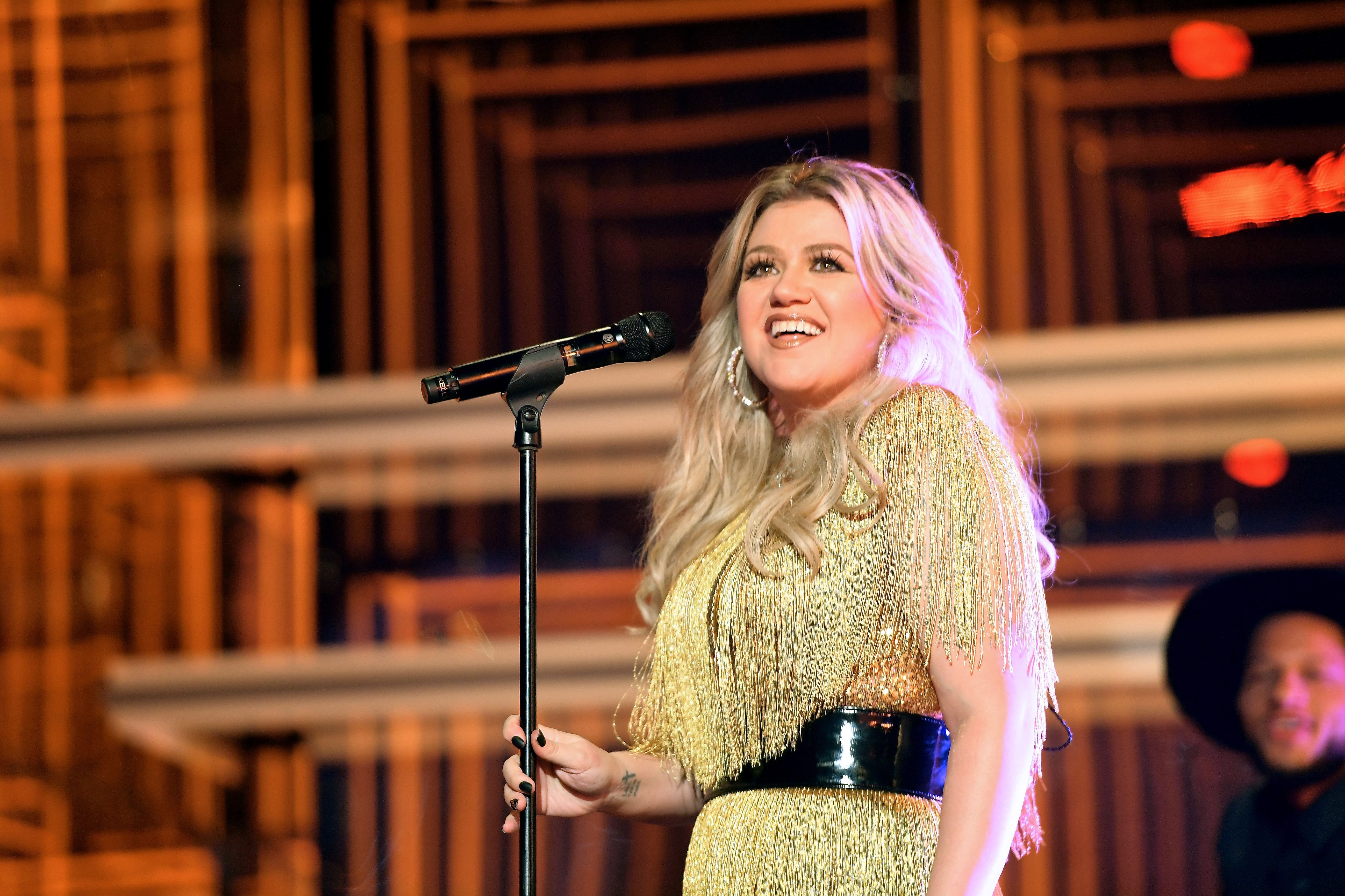 Kelly Clarkson on stage / Getty Images