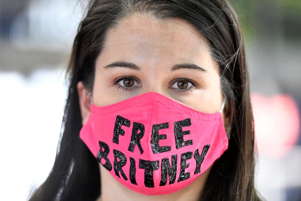 Image Credit: Getty Images / Leanne Simmons from Los Angeles gathers with supporters of Britney Spears outside a courthouse in downtown for a #FreeBritney protest as a hearing regarding Spears' conservatorship is in session on July 22, 2020.