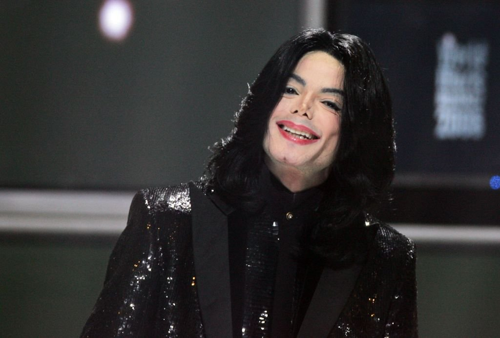 Image Credits: Getty Images / Dave Hogan   Singer Michael Jackson performs on stage during the 2006 World Music Awards at Earls Court on November 15, 2006 in London.