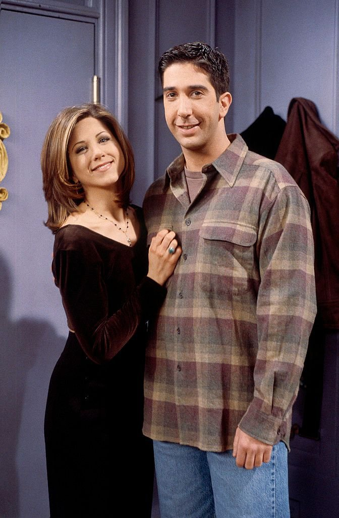 Rachel and Ross on the set of Friends/Photo:Getty Images