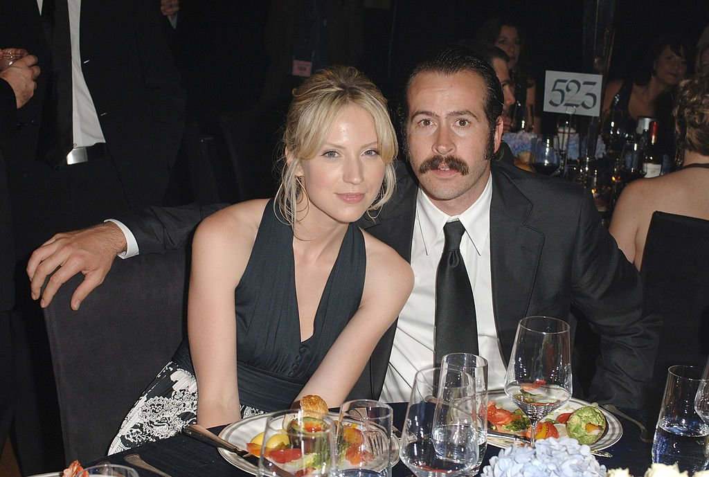 Image Credit: Getty Images / Beth Riesgraf and Jason Lee during The 57th Annual Emmy Awards - Governors Ball at Shrine Auditorium in Los Angeles, California, United States.