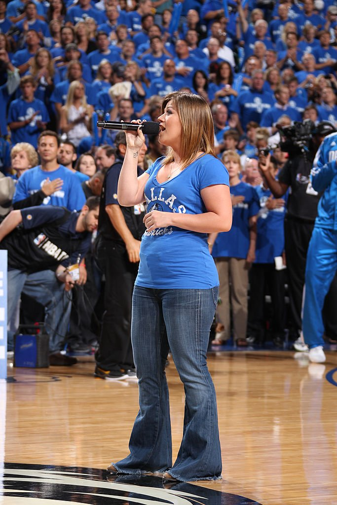 Image Source: Getty Images/Nathaniel S. Butler/Singer Kelly Clarkson sings the National Anthem before Game Four of the 2011 NBA Finals on June 07, 2011 at the American Airlines Center in Dallas, Texas