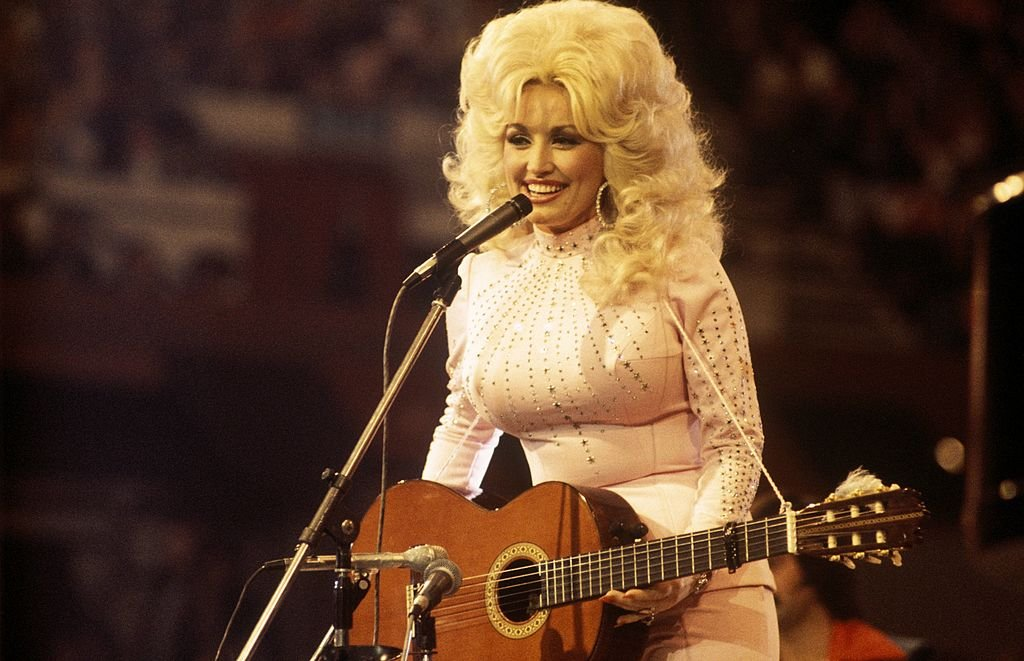 Image Credits: Getty Images / David Redfern / Redferns | Photo of Dolly Parton.