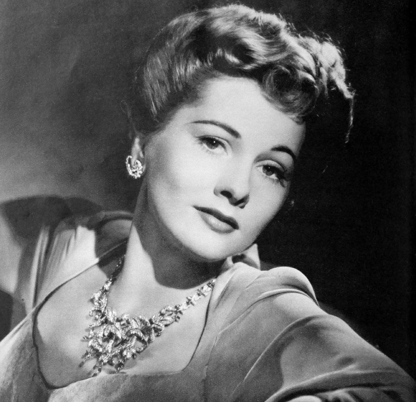 Image Source: Wikimedia Commons/Public Domain/Publicity photo for Joan Fontaine