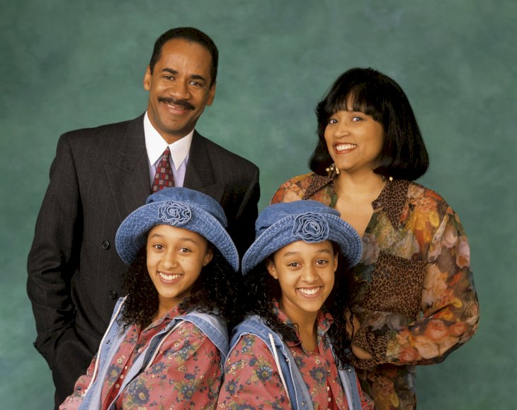 Image Credit: Getty Images / Tia and Tamera Mowry with Jackee Harry and Tim Reid.