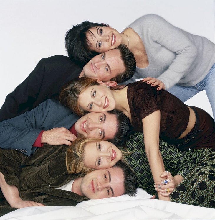Image Credit: Getty Images / The cast of Friends pose for a photoshoot.