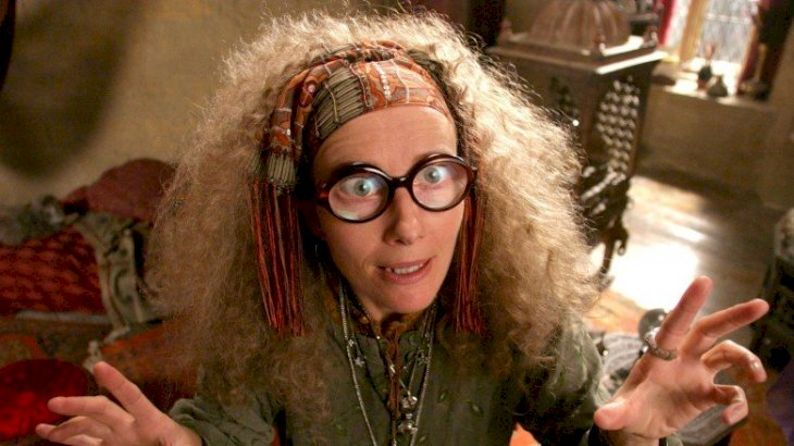 Emma Thompson as the fortune teller from Sybill Trelawney | Source: Twitter/FireWillow777