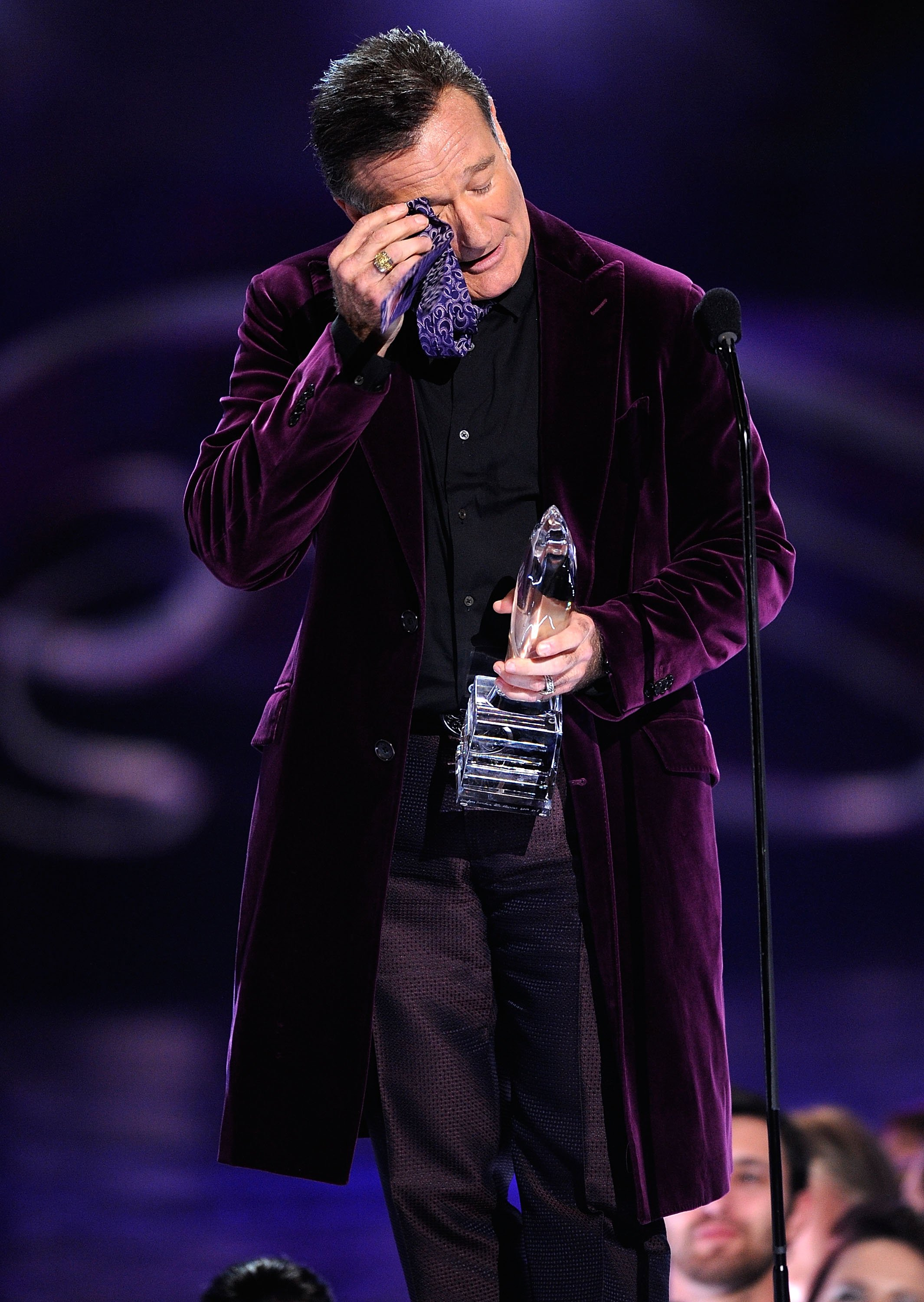 Image Credits: Getty Images / Kevork Djansezian | Actor Robin Williams accepts the Favorite Scene Stealing Guest Star award during the 35th Annual People's Choice Awards held at the Shrine Auditorium on January 7, 2009 in Los Angeles, California.
