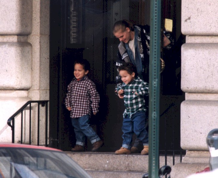 Image Credits: Getty Images / Mario Magnani  / Liaison Agency | Tookie Smith and her twin boys Aaron and Julian, sons of Robert DeNiro, NYC, New York, November 6, 1998.