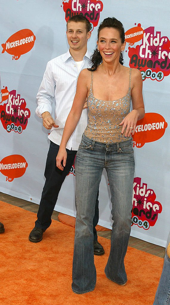 Image Credit: Getty Images/WireImage/Jeffrey Mayer | Estes and Jennifer Love Hewit in 2004