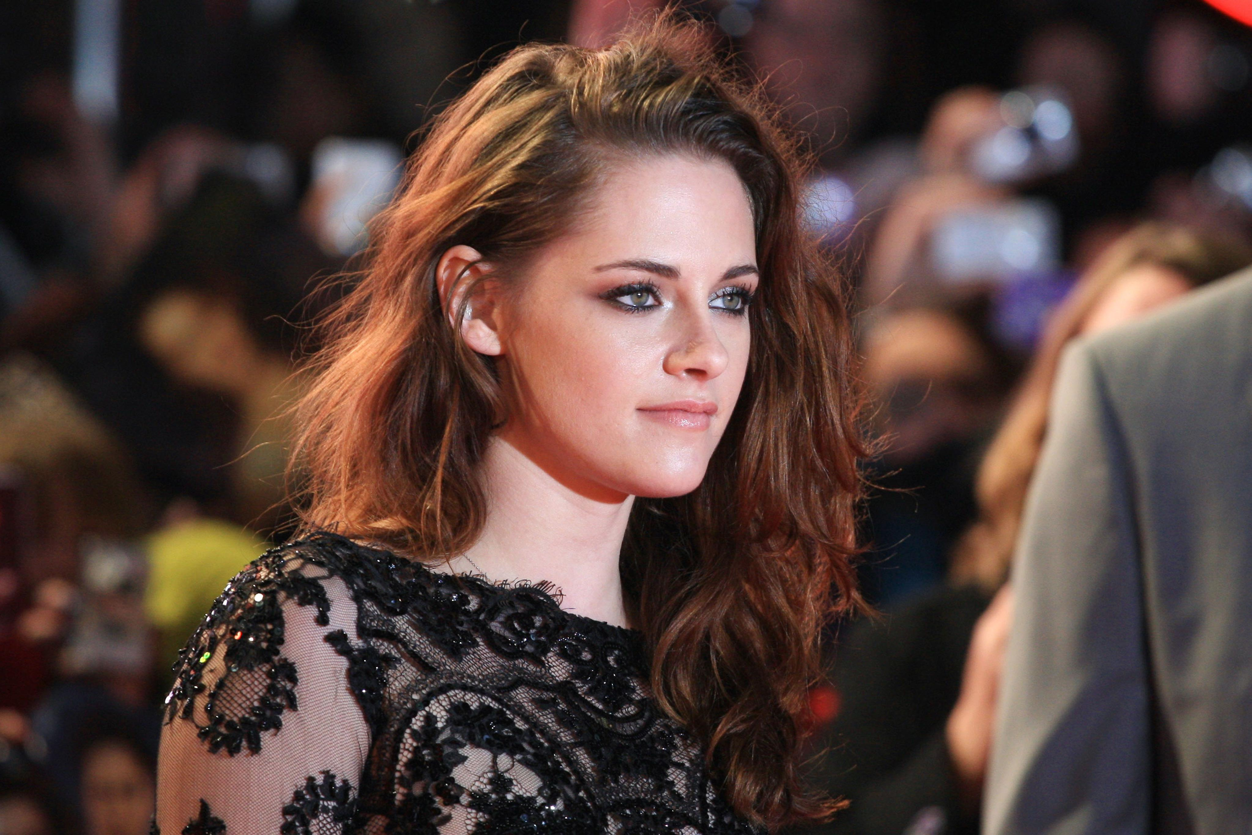 Behind Kristen Stewart's Relationships And Career Path