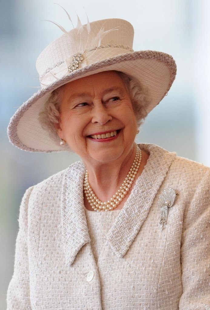 Image Credit: Getty Image/Paul Hackett - WPA Pool | Queen Elizabeth all in white