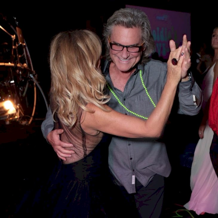 Image Credit: Getty Images / Goldie Hawn and Kurt Russell dancing together.