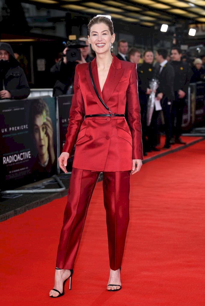 Image Credit: Getty Images / Rosamund Pike on the red carpet.