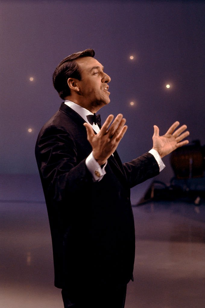 Image Source: Getty Images/Martin Mills| Actor and singer Jim Nabors performs during an act circa 1970