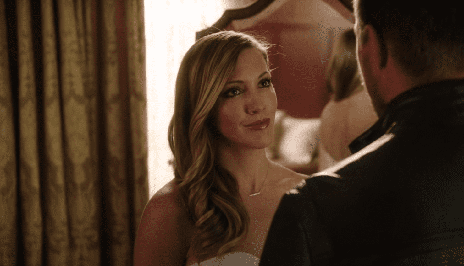 Image Source: Youtube/Katie Cassidy Daily|Arrow/CW