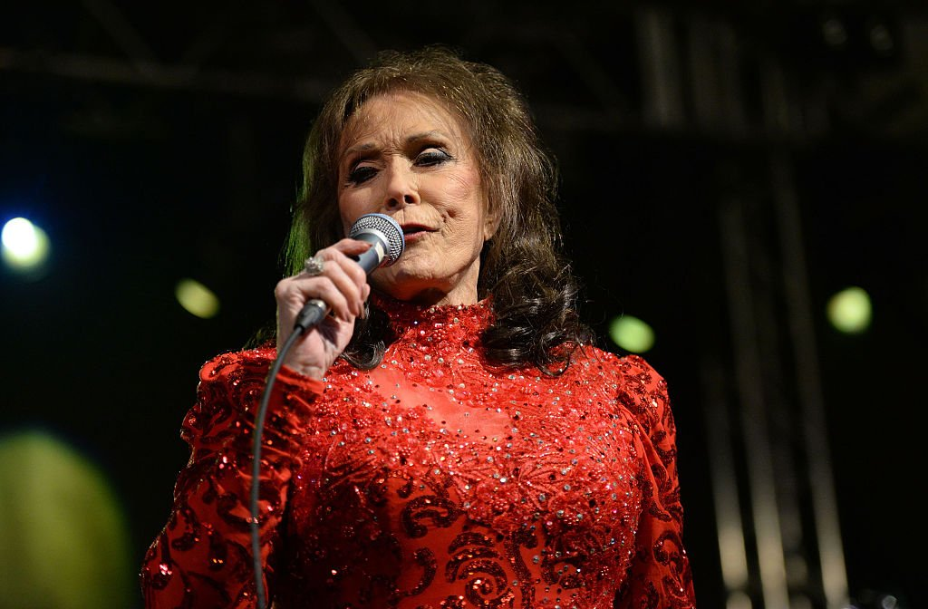 Image Credit: Getty Images / Singer Loretta Lynn performs onstage at Stubbs on March 17, 2016 in Austin, Texas.