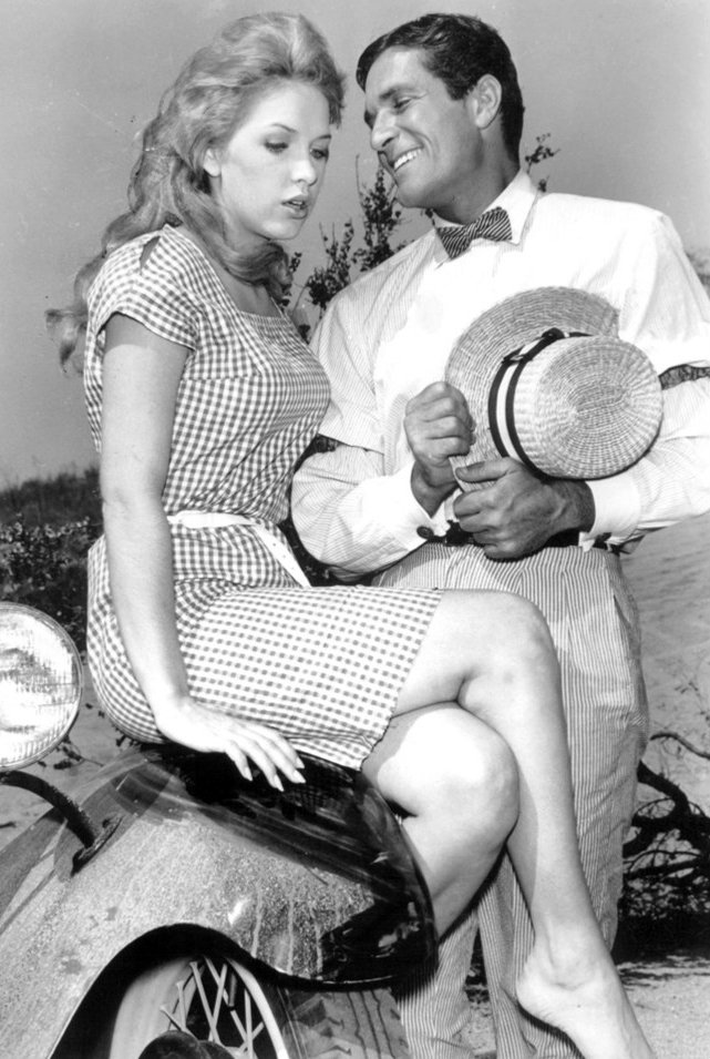 Image Source: Wikimedia Commons|Stella Stevens and Hugh O'Brian, General Electric Theater, 1961