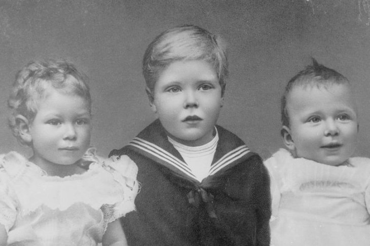 Image Credits: Getty Images / Speaight / Mansell / The LIFE Picture Collection | The future King Edward VIII (left) and his brother, the future King George VI (centre) with a baby (right), possibly their sister Princess Mary.