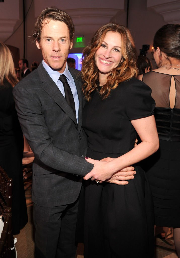 Image Source: Getty Images/Kevin Mazur/Danny Moder and Julia Roberts attend the 3rd annual Sean Penn & Friends HELP HAITI HOME Gala benefiting J/P HRO presented by Giorgio Armani at Montage Beverly Hills on January 11, 2014 in Beverly Hills, California