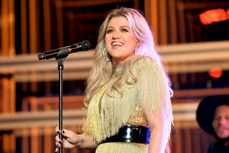 Image Credit: Getty Images/Getty Images for dcp/Matt Winkelmeyer | Kelly Clarkson performs onstage at the 2018 Billboard Music Awards