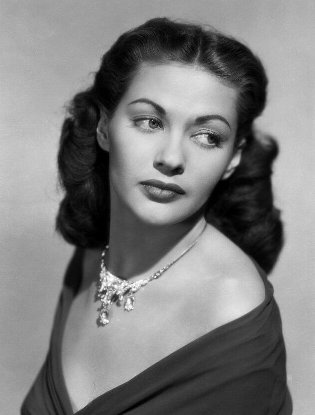 Image Source: Wikimedia Commons|Yvonne De Carlo – Canadian-American actress, dancer, and singer