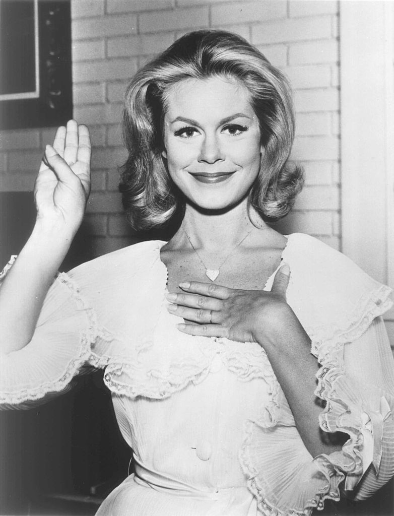 Image Credits: Getty Images / Hulton Archive | American actor Elizabeth Montgomery makes a pledge, 1960s.