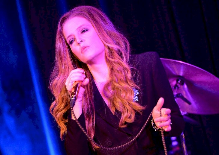 Image Credit: Getty Images / Singer Lisa Marie Presley performs at an event.