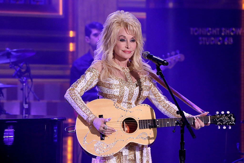Image Credits: Getty Images / Andrew Lipovsky / NBCU Photo Bank / NBCUniversal | Musical guest Dolly Parton performs on August 23, 2016.