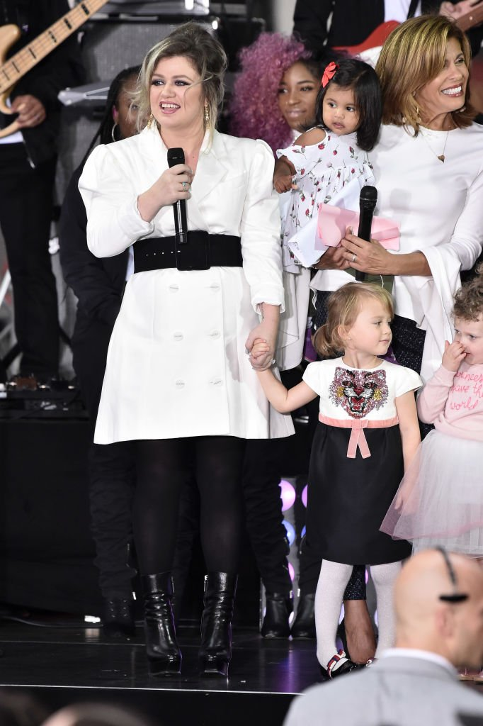 Image Credits: Getty Images /  Steven Ferdman/WireImage | Kelly Clarkson and her daughter in 2018