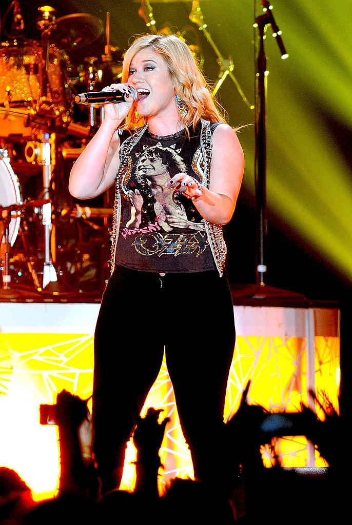 Image Source: Getty Images/Kelly Clarkson performs at MEN Arena on October 12, 2012 in Manchester, England