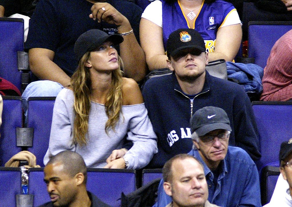 Image Source: Getty Images/Vince Bucci|Actor Leonardo Di Caprio (C) and model Gisele Bundchen (L) attend the game between the Los Angeles Lakers and the Utah Jazz on December 7, 2003 in Los Angeles, California