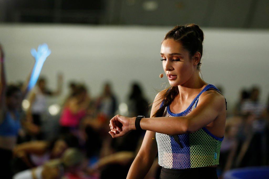 Image Credit: Getty Images / Kayla Itsines leads a workout on day 1 of POPSUGAR Play/Ground on June 9, 2018 in New York City.