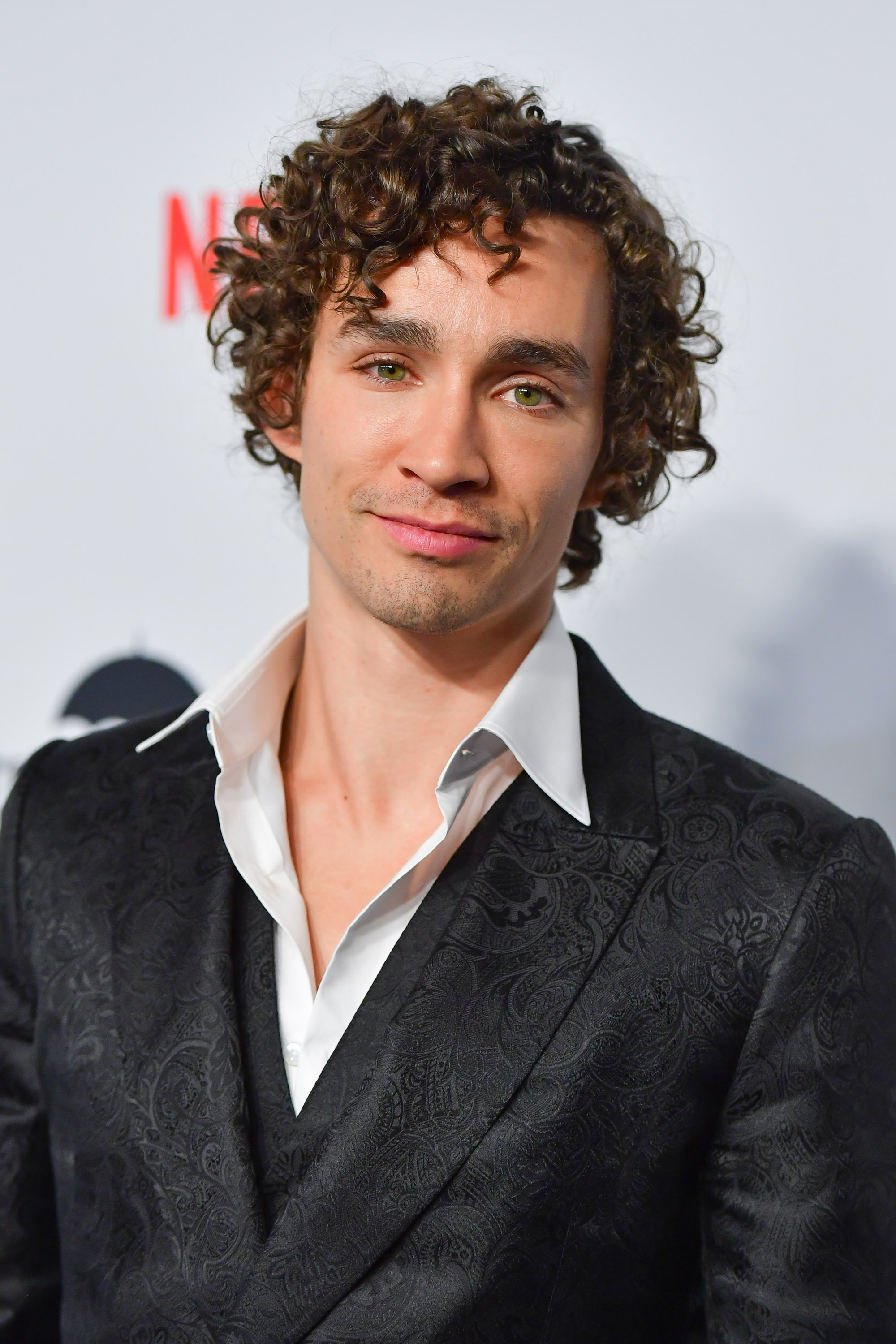 Robert Sheehan attends the premiere of Netflix's 'The Umbrella Academy' / Getty Images