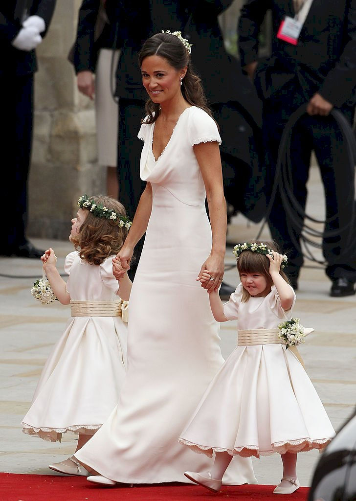 Image Credit: Getty Images/Dan Kitwood | Eliza holding Pippa Middleton's hand