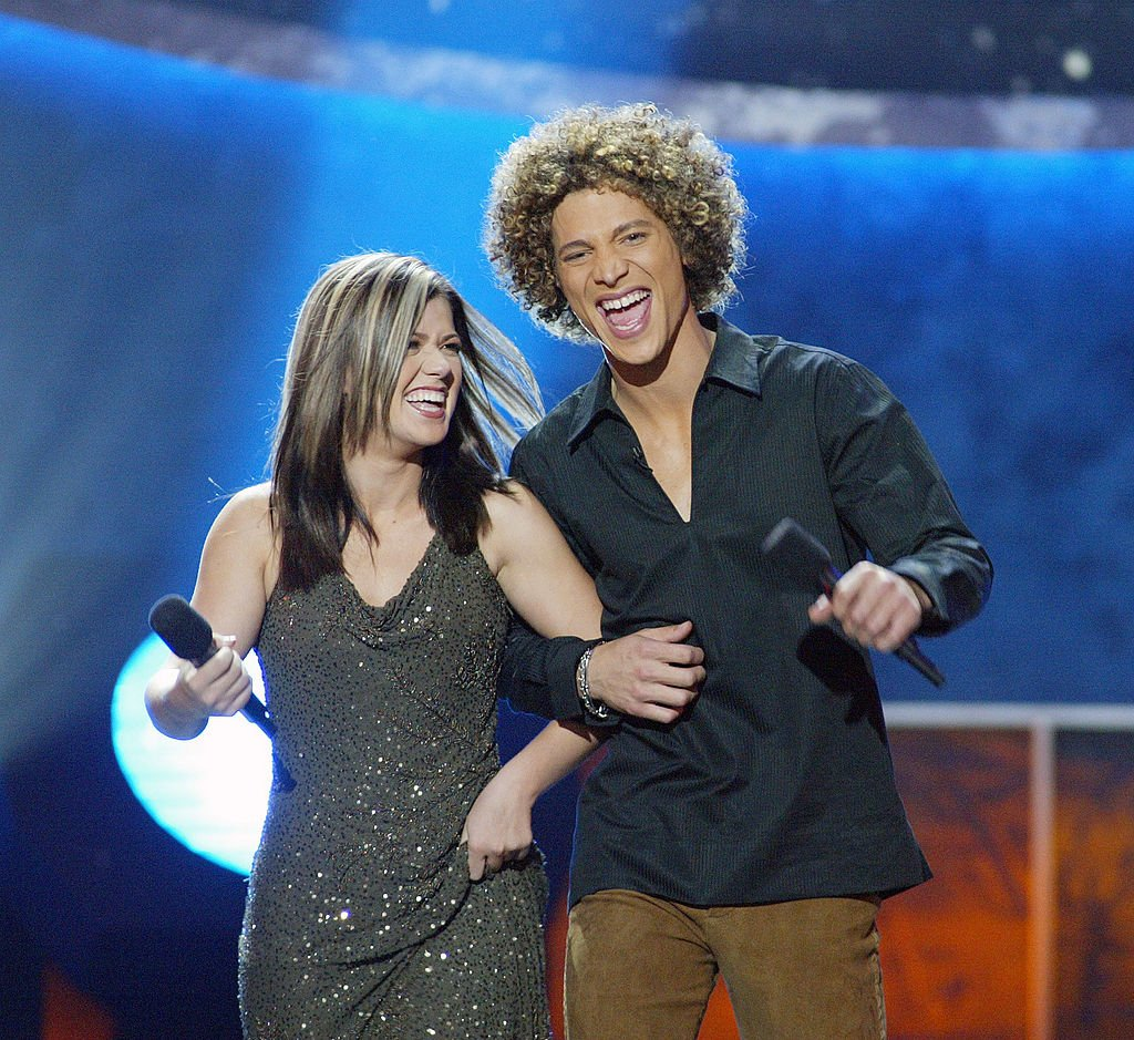 "Image Credit: Getty Images / Kelly Clarkson and Justin Guarini at FOX-TV's ""American Idol"" finals at the Kodak Theatre in Hollywood, Ca. Tuesday, Sept. 3, 2002."