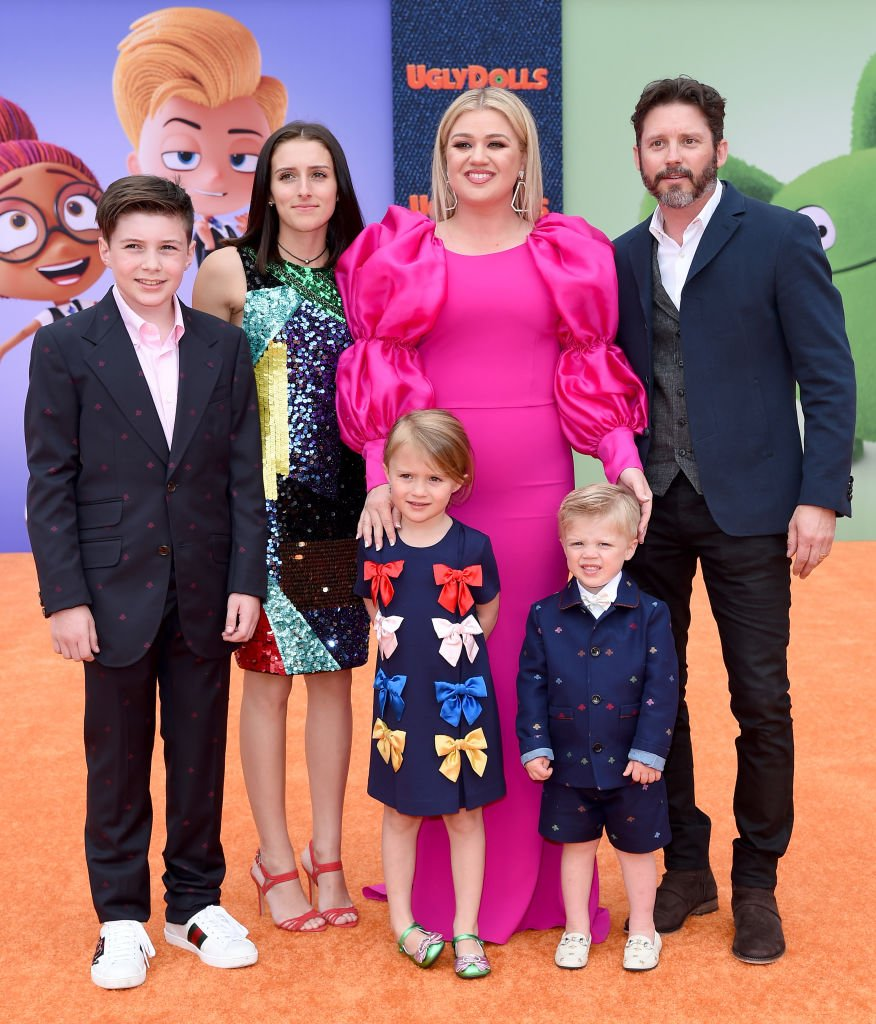 Image Credits: Getty Images / Axelle/Bauer-Griffin/FilmMagic | Kelly Clarkson and her family in 2019