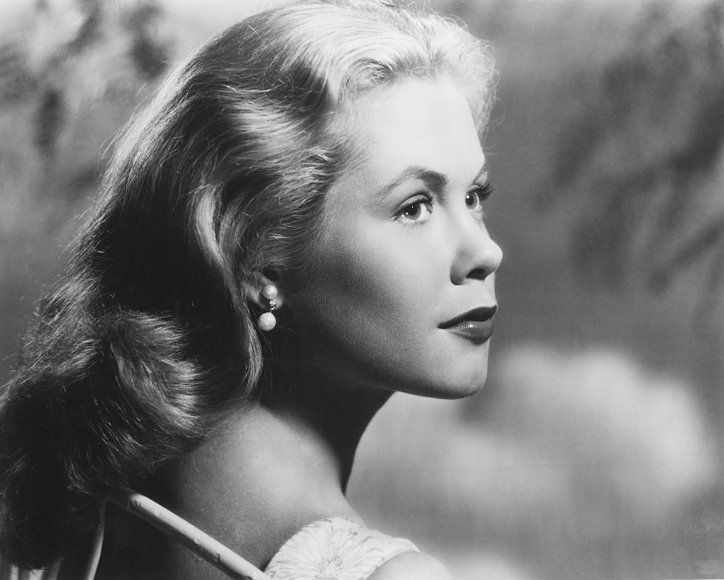 Image Credits: Getty Images / Silver Screen Collection | Headshot of Elizabeth Montgomery (1933-1995), US actress, in profile, looking toward the right of the image, in a studio portrait, against a light background, circa 1960.
