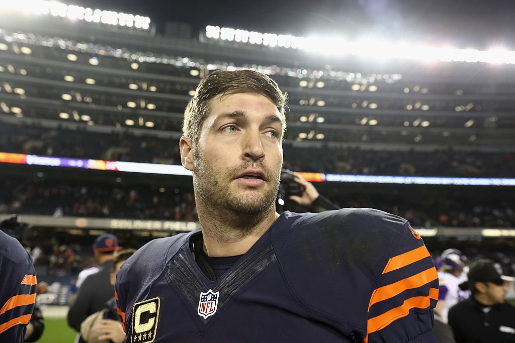 Image Credits: Getty Images / Elsa | Jay Cutler #6 of the Chicago Bears reacts after the Chicago Bears defeated the Minnesota Vikings 20-10 at Soldier Field on October 31, 2016 in Chicago, Illinois.