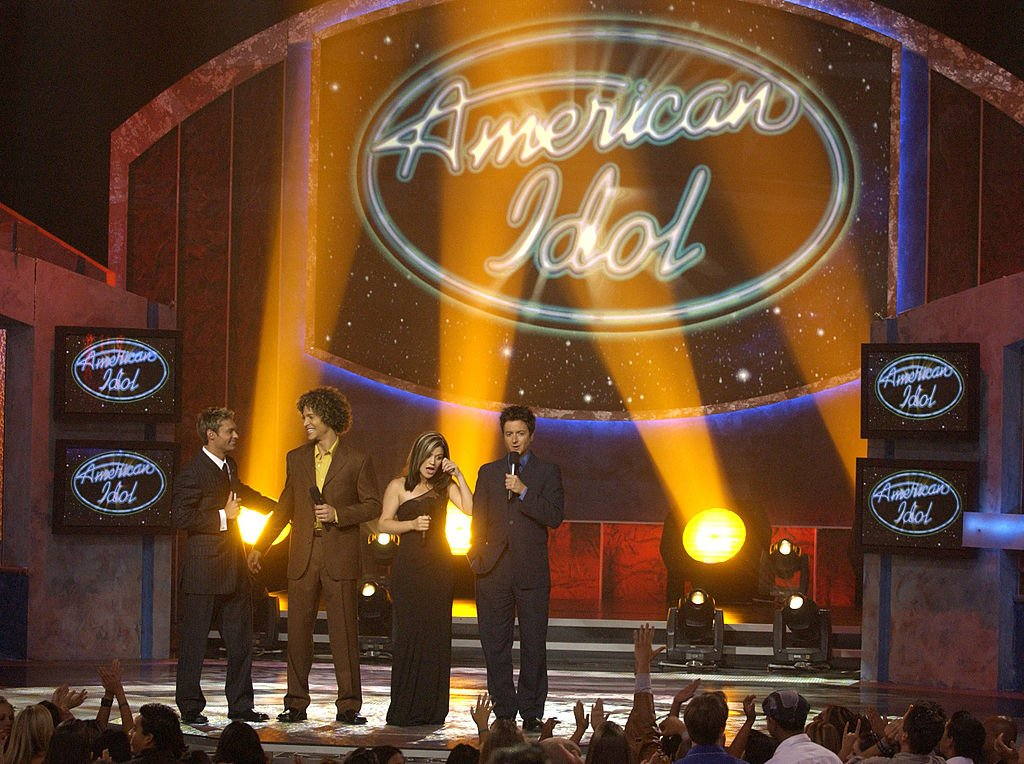 Image Credit: Getty Images / American Idol contestants Justin Guarini, Kelly Clarkson with host Ryan Seacrest & Brian Dunkleman.