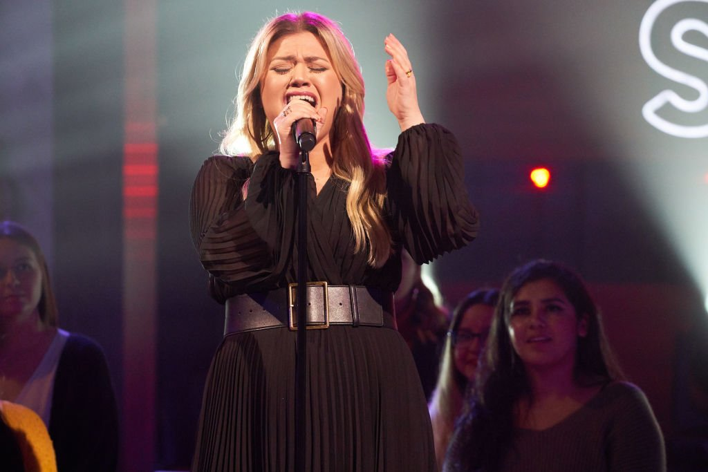 Image Credit: Getty Images / Singer, Kelly Clarkson on set for her talk show, The Kelly Clarkson Show.