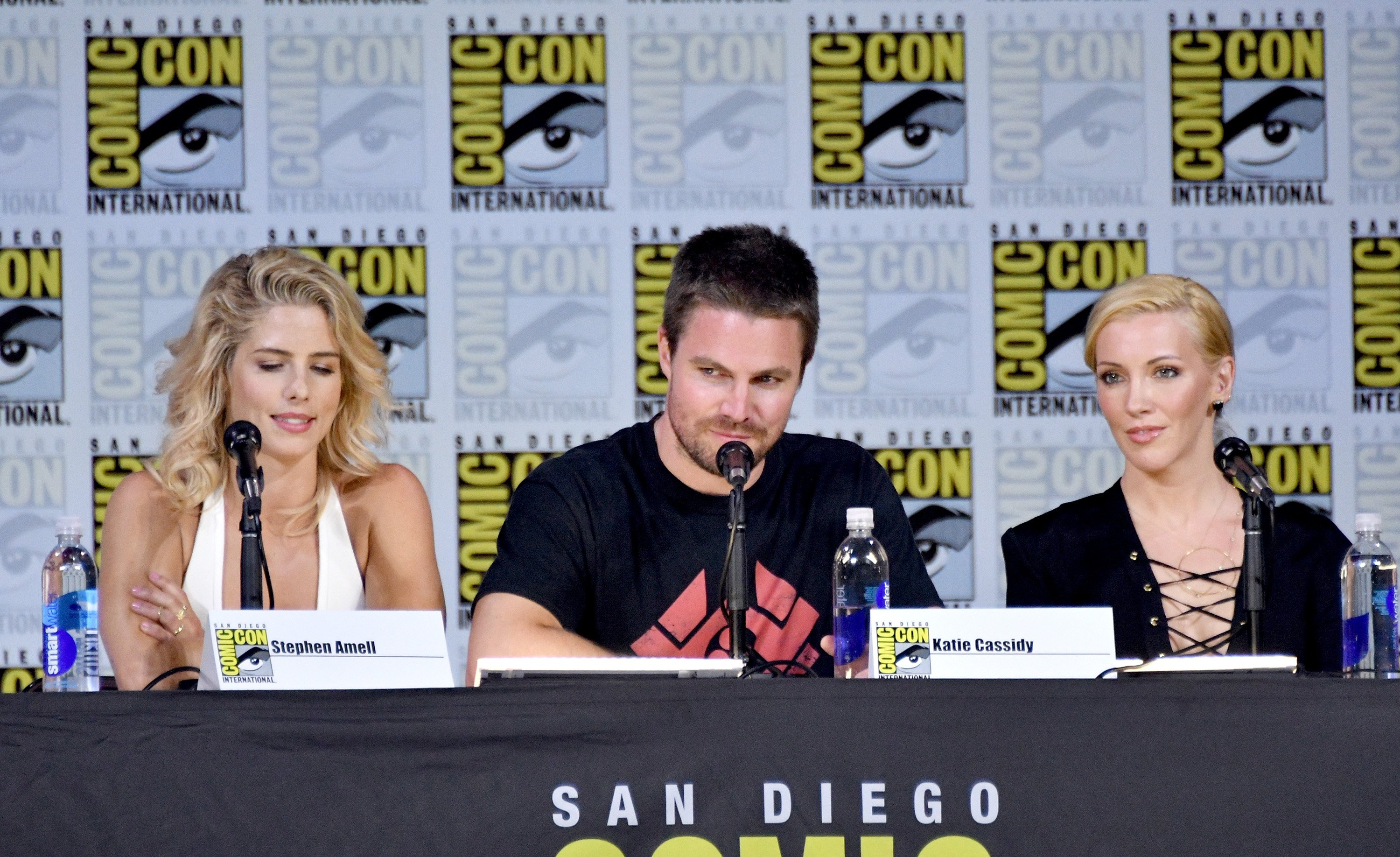 Image Source: Getty Images/Arrow/CW | Emily Ricards, Stephen Amell, and Katie Cassidy in San Diego Comic Con