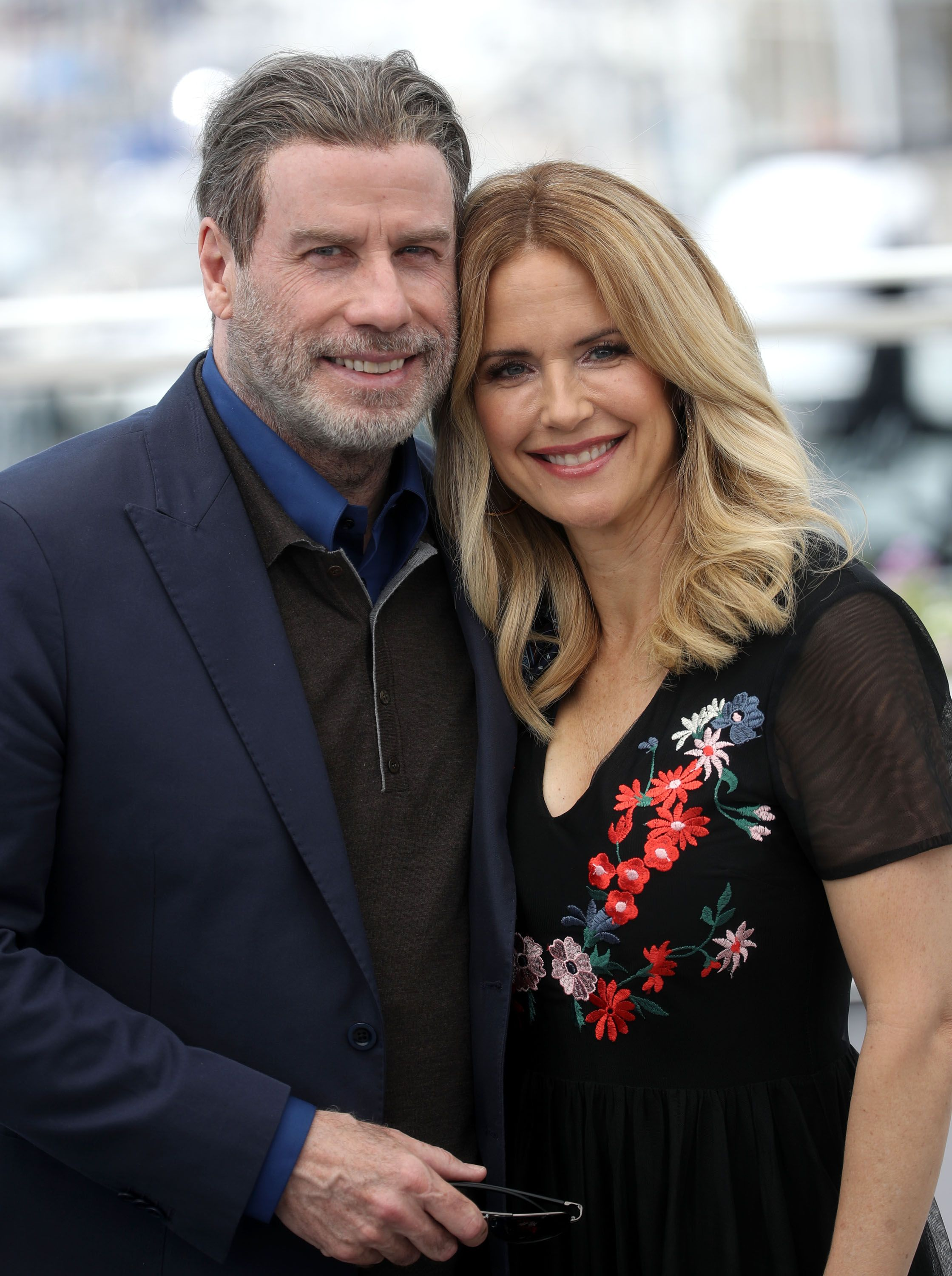 "John Travolta and Kelly Preston attend the photocall for the ""Gotti"" during the 71st annual Cannes Film Festival at Palais des Festivals,2018 in Cannes/Photo:Getty Images"