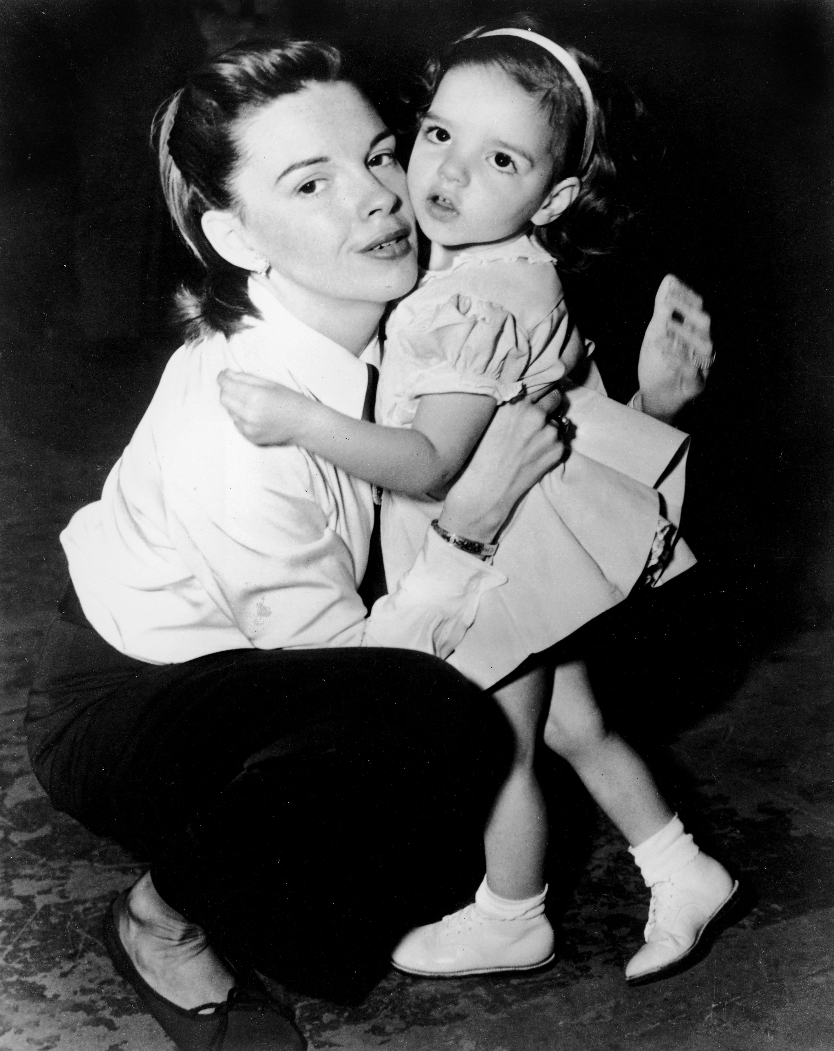 Liza Minnelli Judy Garland Marvelous Similarities Between The Famous Mother And Daughter