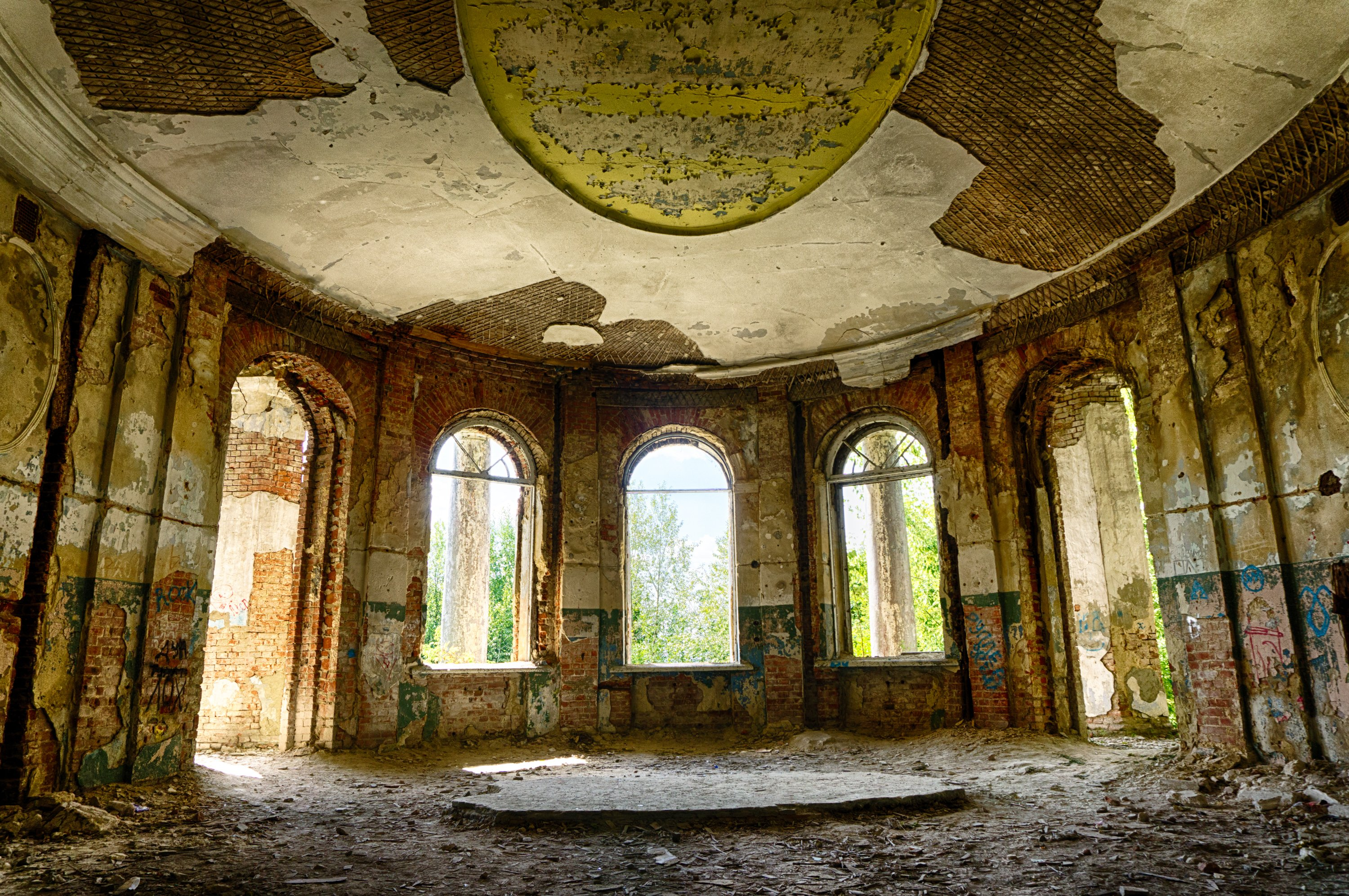 Abandoned mansion, hall, inside view | Shutterstock