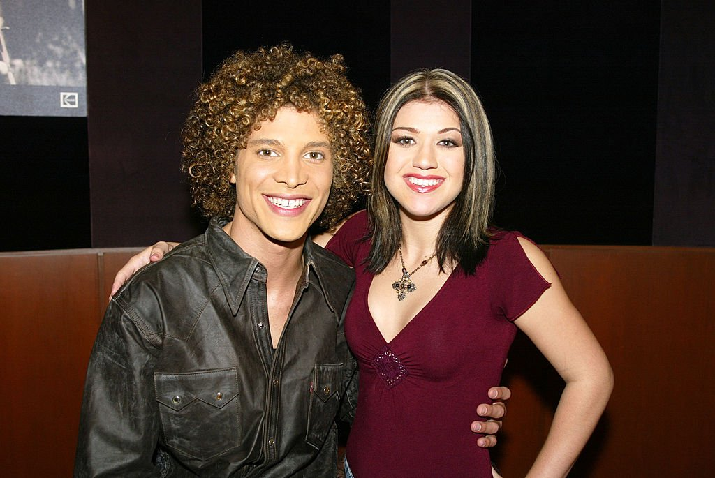 "Image Credit: Getty Images / Justin Guarini and Kelly Clarkson move to the finals at FOX-TV's ""American Idol"" in Los Angeles, Ca. Wednesday, August 28, 2002."