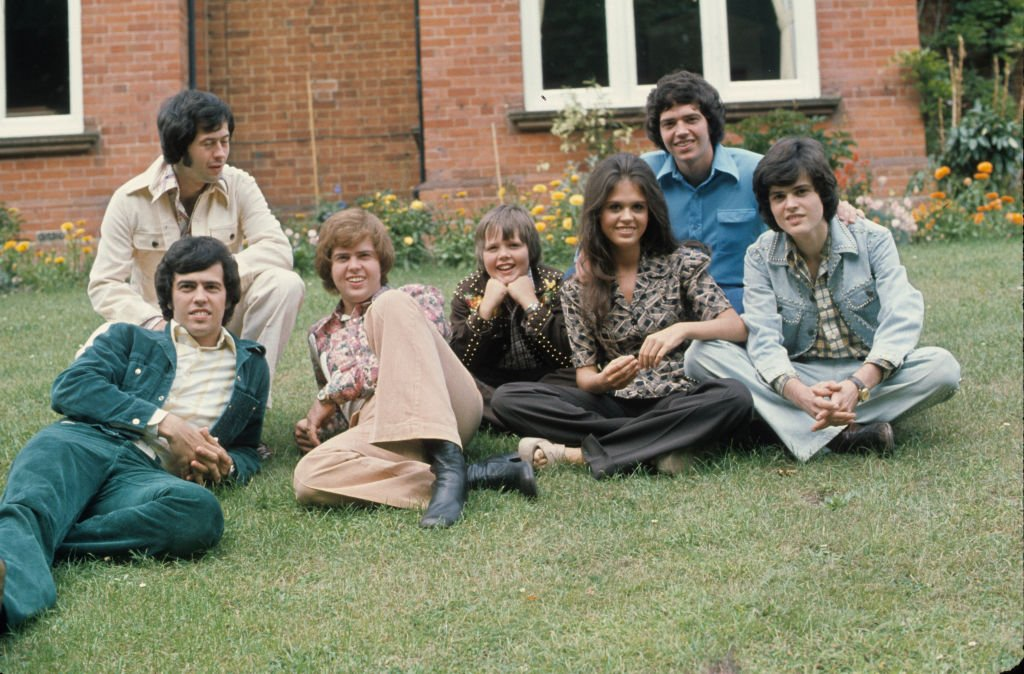 Image Credit: Getty Images / The Osmonds, Wayne, Jay, Merrill, Jimmy, Marie, Alan and Donny during a visit to the UK circa 1974 in England.