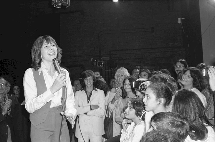 Image Credit: Getty Images / Kristy McNichol sings for a crowd of fans.