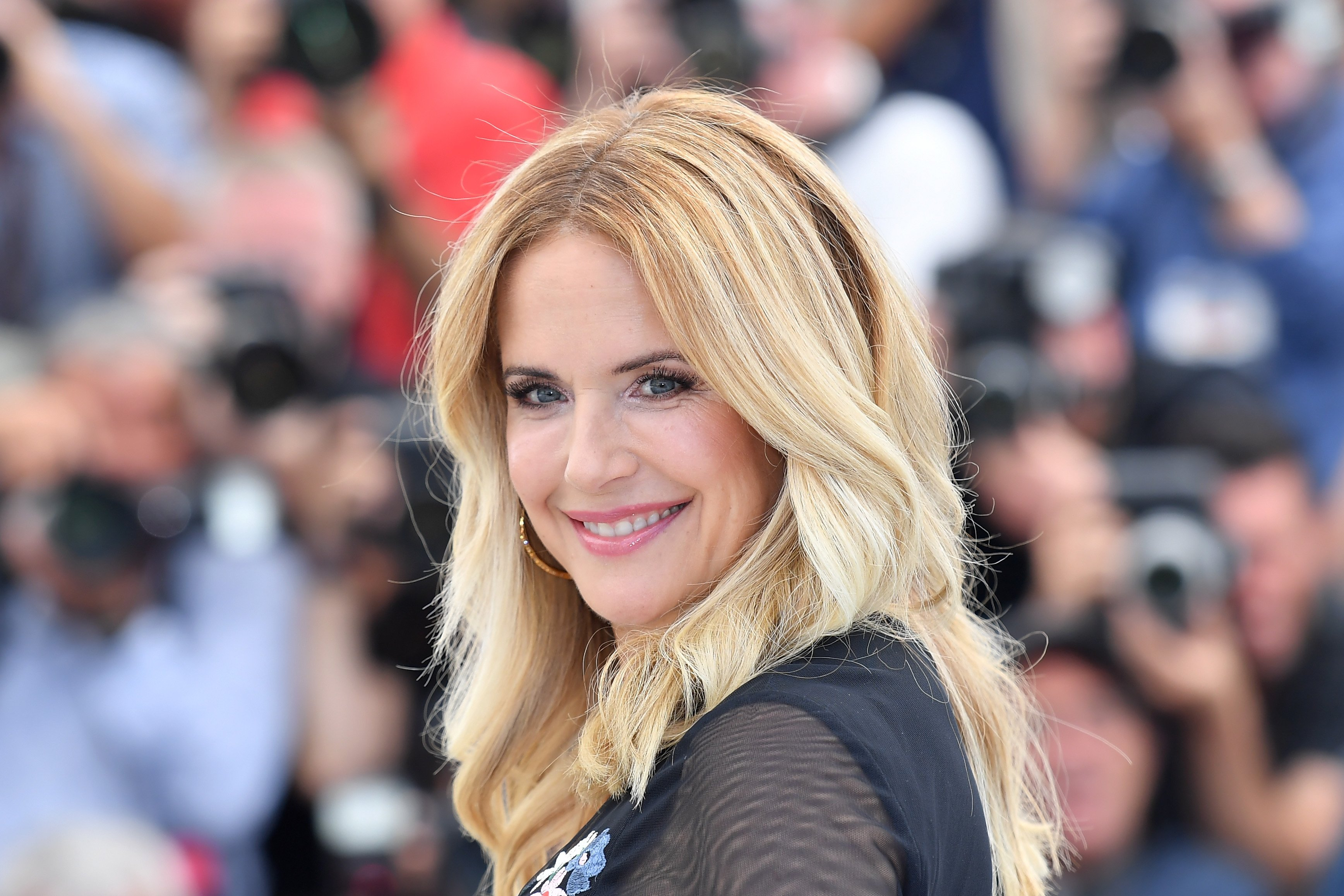 Image Source: Getty Images/Kelly with her blonde hair posing for the camera